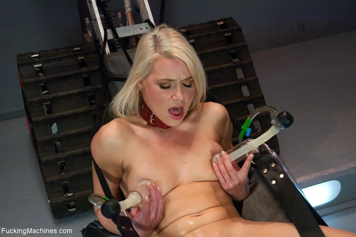 Аникка Элбрайт шалит со своими щелками при помощи всевозможных игрушек и ей это нравится